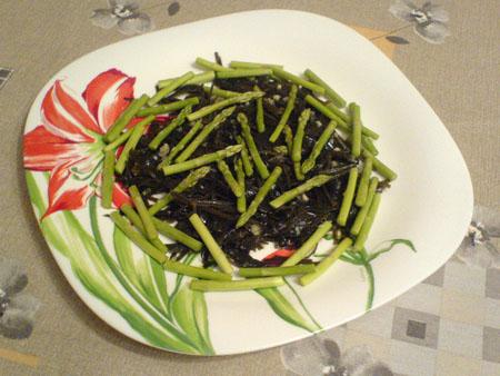 Салат из морской капусты и спаржи